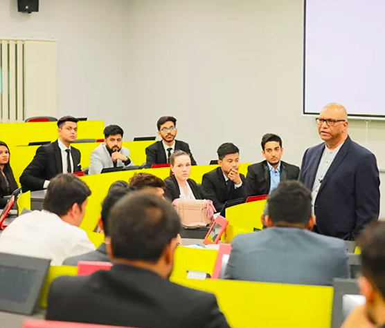 Postgraduate-students-of-the-May-2019-cohort-kick-start-their-global-journey2