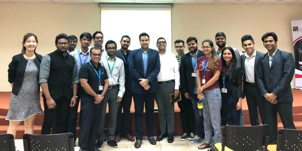 Mr. Kiran Pradhan, an SP Jain GMBA Alum and Head of Analytics and Strategy, Global Supply Chain Analytics at Schneider Electric (centre, in white) with SP Jain staff and postgraduate students